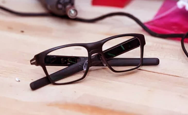 Intel Vaunt akıllı gözlük ön bakış