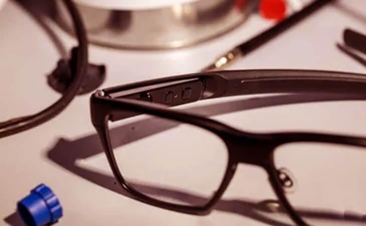 Intel VaunIntel Vaunt akıllı gözlük yan bakışt akıllı gözlük yan bakış