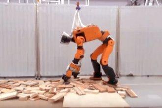 Honda E2-DR prototip afet robotunu tanıttı