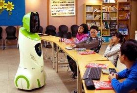 Akıllı Robotlar 10 Yıl İçinde Öğretmenlerin Yerini Alacak
