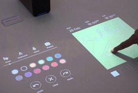Yansıtıldığı Ortamı Dokunmatik Yapan Sony Xperia Projector